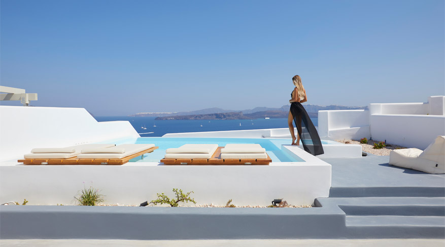 The Eclectic Villa with Heated Infinity Pool & Caldera Sea View