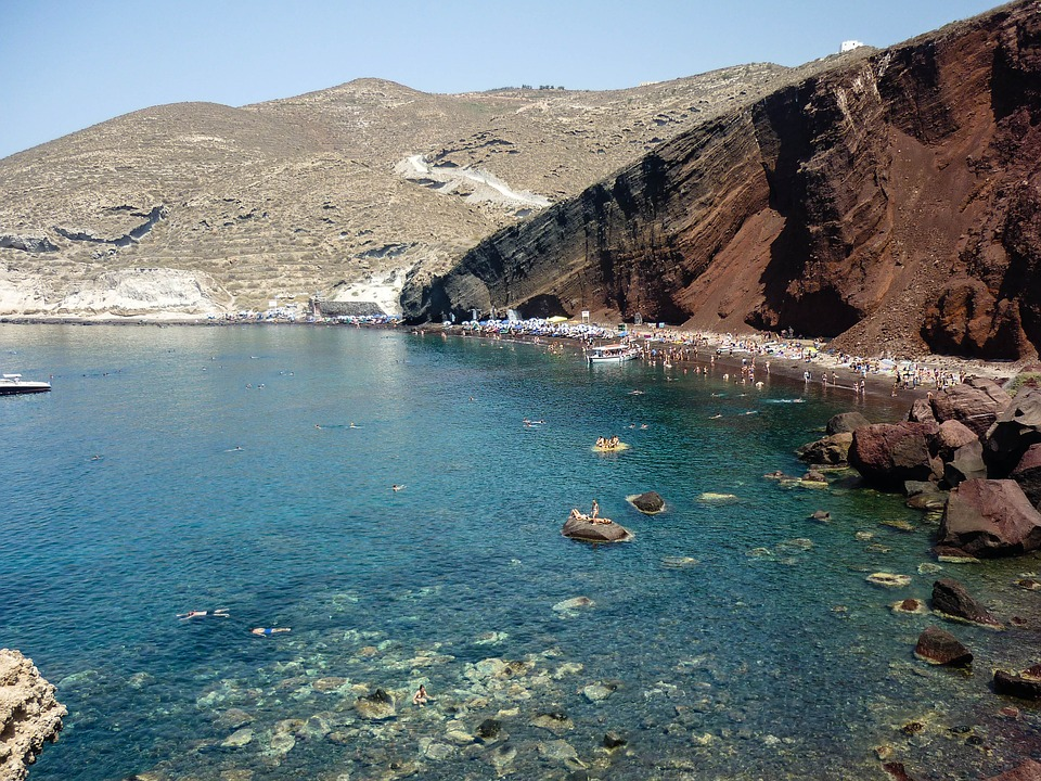 A guide to Santorini's beaches